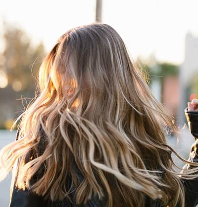 3 Coiffures Blondes Pour Marquer Les Esprits Et Faire Ressortir La Beaute Des Cheveux Blonds Garnier
